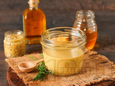 Медено горчичен сос - снимка на рецептата